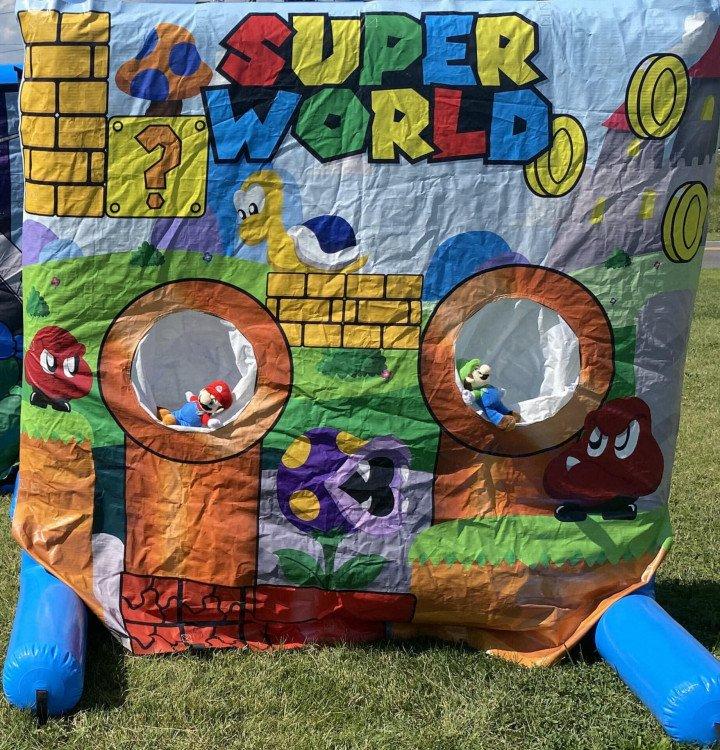 Super Mario & Luigi World Inflatable Frame Game